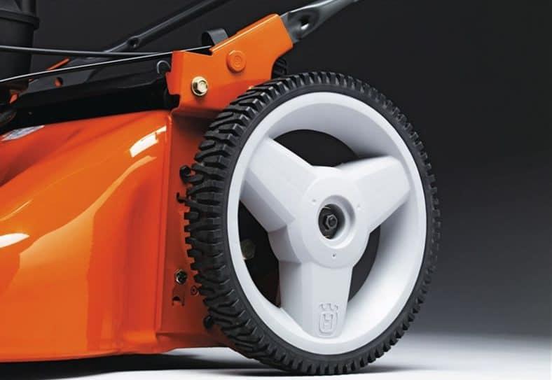 "Husqvarna HU550FH 22"" Self-Propelled Gas Lawn Mower Review ..."